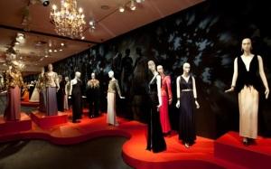 1. Vista de la retrospectiva sobre Yves Saint Laurent, en la Fundación Mapfre de Madrid